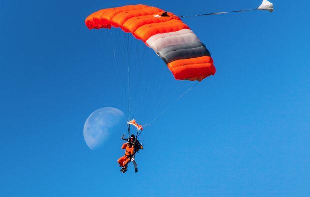 fallschirm-tandemsprung-gransee-adrenalin