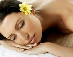 Wellness-Auszeit für Zwei Rücken- oder Nackenmassage, Gesichtsmassage, Rosenblütenbad