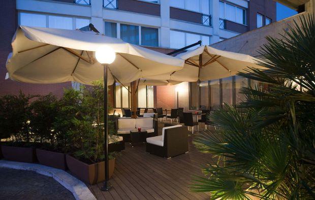 kurzurlaub-rom-terrasse