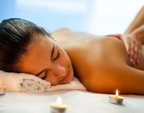 After-Work-Relaxing Ganzkörpermassage, Entspannungs-Blütenbad