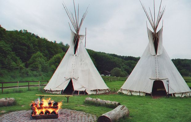 tipi-uebernachtung-solms-camping