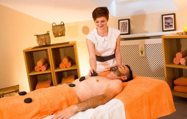 wellness-fuer-maenner-bad-fuessing-hotstonemassage