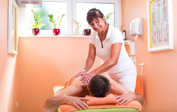 wellness-fuer-maenner-bad-fuessing-massage