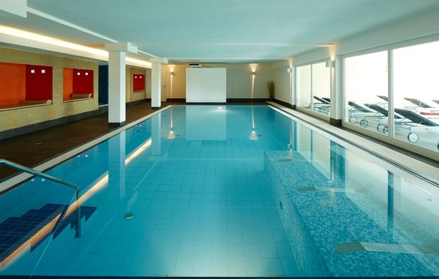 romantikwochenende-neunkirchen-schwimmbad