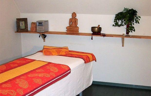 wellness-fuer-frauen-oberhausen-massageliege