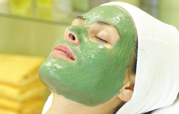 wellness-fuer-frauen-roesrath-gesichtsmaske