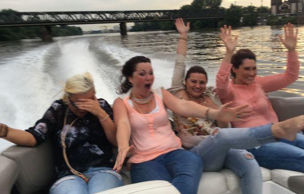 speedboot-fahren-frankfurt-am-main-aufregend