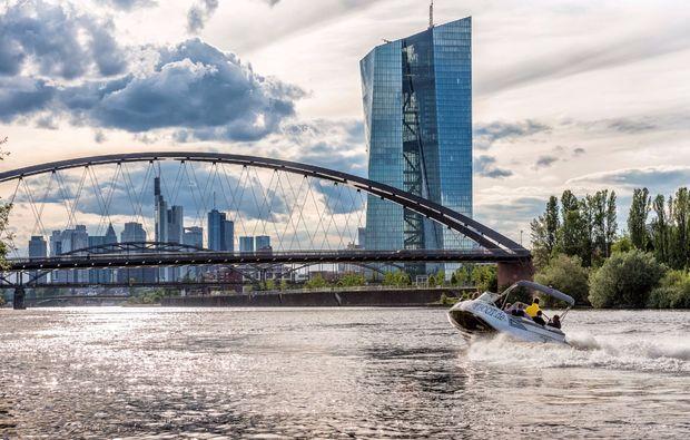 speedboot-fahren-frankfurt-am-main-aussicht