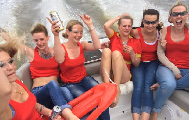 speedboot-fahren-frankfurt-am-main-bachelorparty