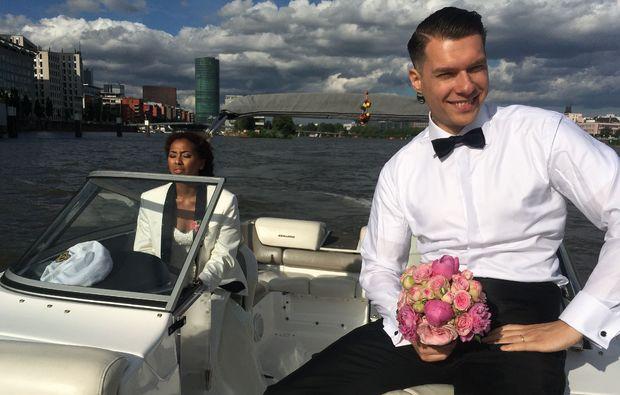 speedboot-fahren-frankfurt-am-main-romantisch