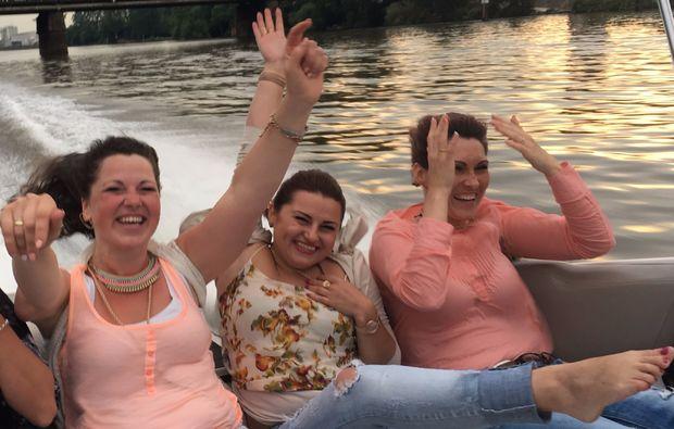 speedboot-fahren-frankfurt-am-main-spannend