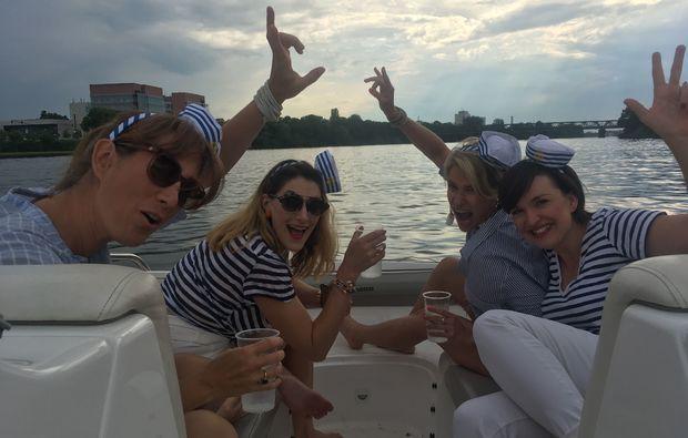 speedboot-fahren-frankfurt-bachelor-party