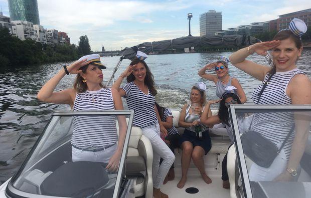 speedboot-fahren-frankfurt-main-bachelor-party