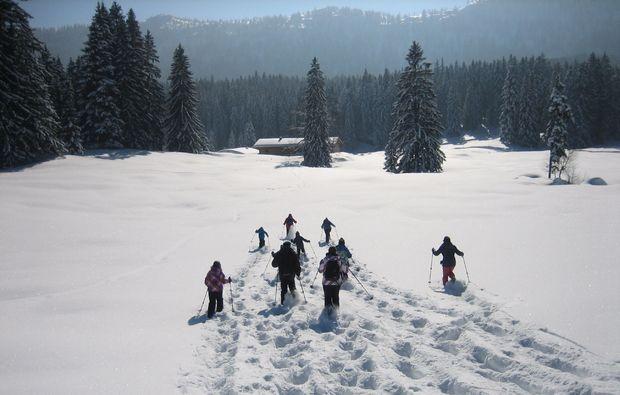schneeschuh-wanderung-schliersee-spuren