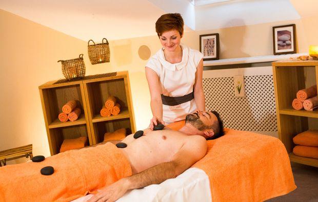 schlemmen-traeumen-bad-fuessing-massage