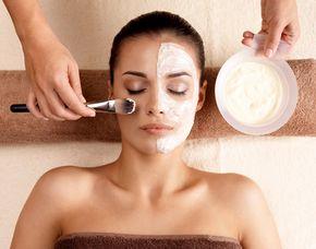 Schönheitsprogramm für Sie Gesichtsbehandlung, Gesichts-, Dekolleté- und Schultermassage