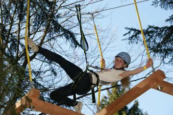 Kletterausrüstung Regensburg : Klettern im hochseilgarten in velburg als geschenk mydays
