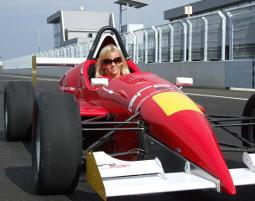 Formel-Standardkurs Flughafen Senica - 1 Turn - 35-50 Km pro Turn - Formel König Rennwagen