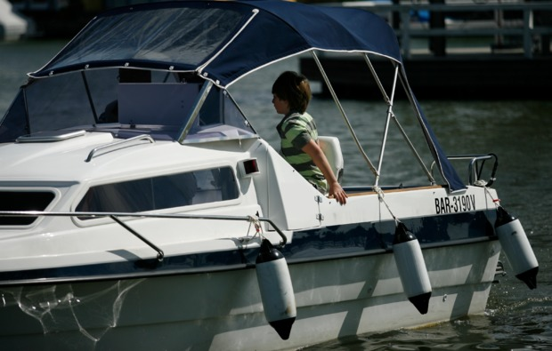 motorboot-fahren-neuruppin-auszeit