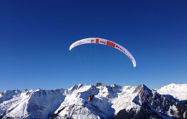 gleitschirm-tandemflug-bartholomaeberg-berge