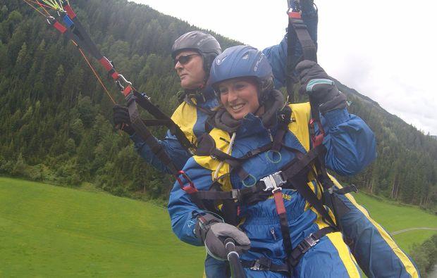 gleitschirm-tandemflug-saalbach-hinterglemm-landung