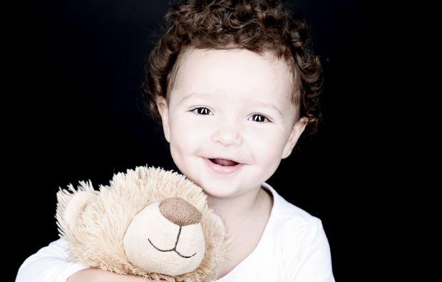 kinder-fotoshooting-bochum-baby-mit-teddybaer