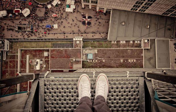 base-flying-alexanderplatz-berlin