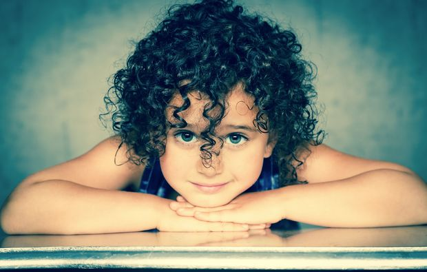 kinder-fotoshooting-mainz-kleinkind-mit-locken