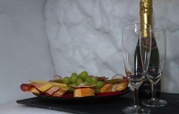 romantik-iglu-uebernachtung-schneedorf-oetz