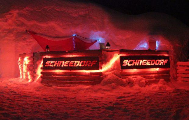 uebernachtung-romantik-iglu-oetz-schneedorf