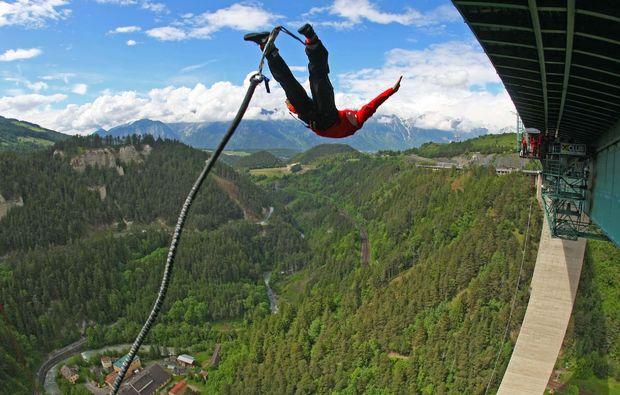 bungy-jumping-europabruecke-europabruecke-bei-innsbruck-absprung