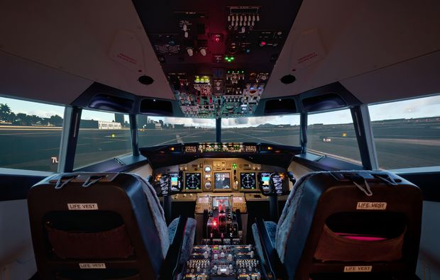 flugsimulator-frankfurt-am-main-cockpit-simulation