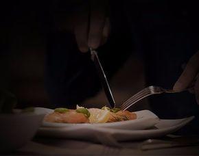 Dinner In The Dark 4-Gang-Menü, inkl. 1 Glas Wein & 1 Kaffeespezialität p. P.