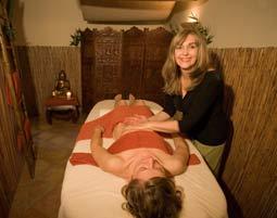 Hot Chocolate Massage  Detmold Peelingmassage mit Rohseidenhandschuhen