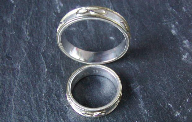 trauringe-selber-schmieden-fuer-zwei-harderode-ringe-hochzeit