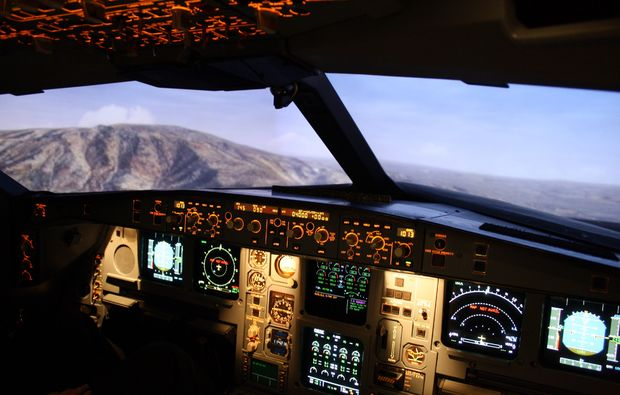 full-flight-simulator-muenchen-cockpit