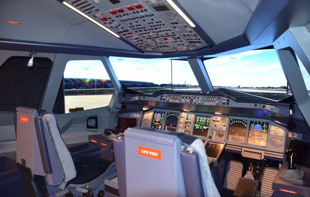 flugsimulator-duesseldorf-cockpit