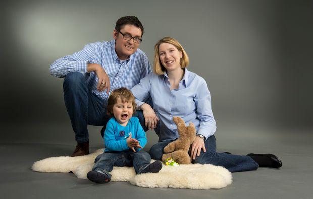 familien-fotoshooting-holzkirchen-gluecklich