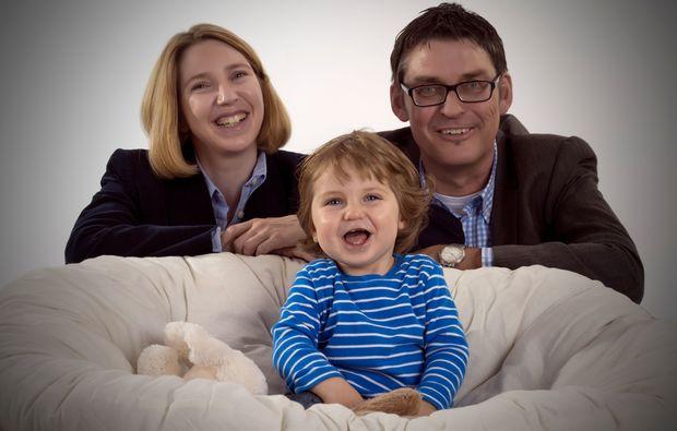 familien-fotoshooting-holzkirchen-lachen