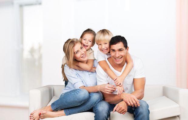familien-fotoshooting-friedrichsruhe-couch