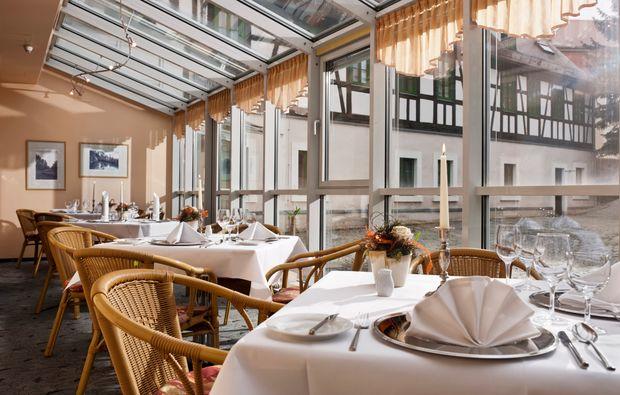schlosshotels-neukirchenpleisse-terrasse