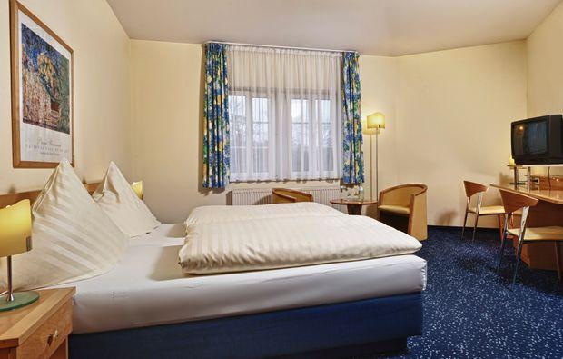 schlosshotels-neukirchenpleisse-uebernachten