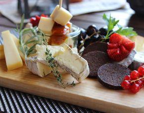 Kleine Köstlichkeiten für Zwei - Rostock Käsespezialitäten, inkl. 1 Glas Wein