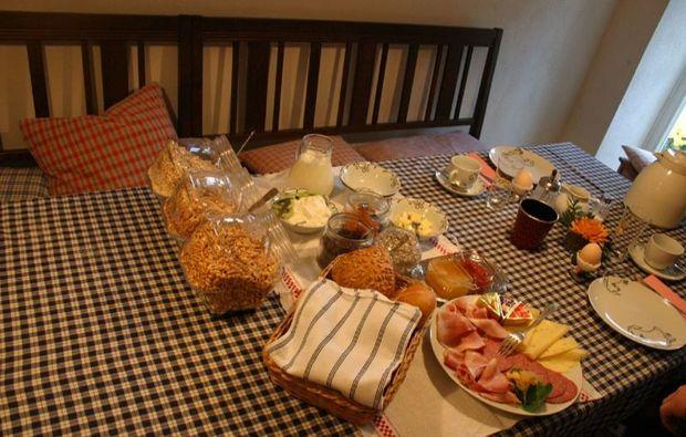 aussergewoehnlich-uebernachten-vorra-fruehstueck