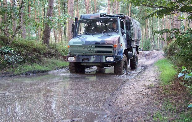 truck-offroad-fahren-fuerstenau-matsch