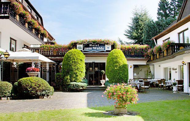 kleine-koestlichkeiten-fuer-zwei-stolberg-hotel