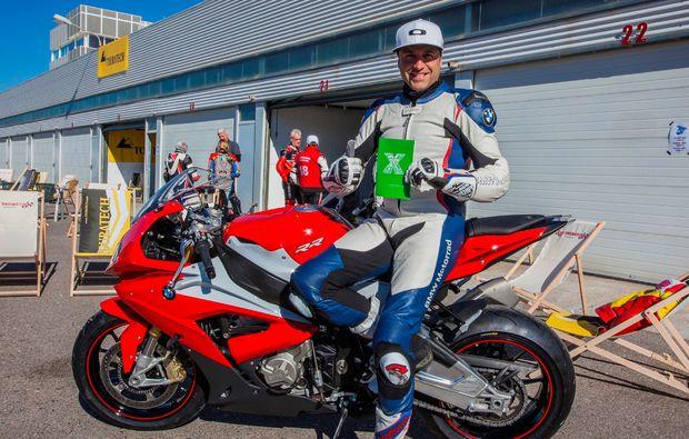 motorrad-renntaxi-oschersleben-bode-mann-liebe