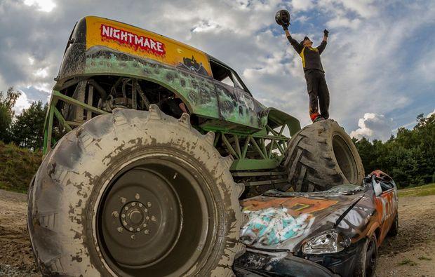 monster-truck-fahren-fuerstenau-fahrer