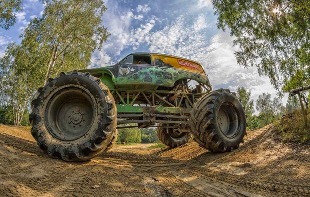 monster-truck-fahren-fuerstenau-imposant