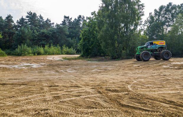 monster-truck-fahren-fuerstenau-seitenansicht
